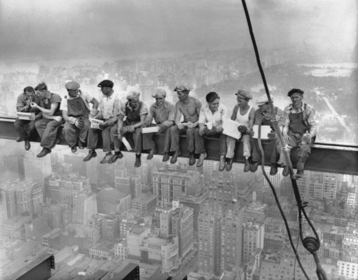 lunch atop a skyscraper Charles C. Ebbets photograph The Mantle